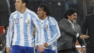 Gonzalo Higuain, Carlos Tevez y Diego Maradona