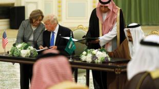 Signatures d'accords entre Donald Trump et le roi Salman, le 20 mai 2017 à Riyad.