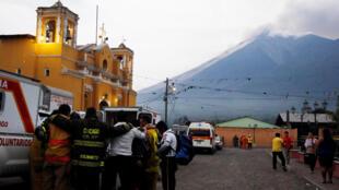Une vue de San Juan Alotenango,  du volcan de Fuego en éruption, le 3 juin 2018.