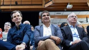 Christian Jacob (C), Guillaume Larrivé (G) et le président par intérim de LR et le maire d'Antibes Jean Leonetti (D) assistent à l'université d'été des Républicains à La Baule le 31 août 2019.