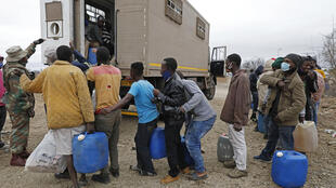 Hundreds have been at arrested at the South African border trying to smuggle groceries and fuel back to Zimbabwe