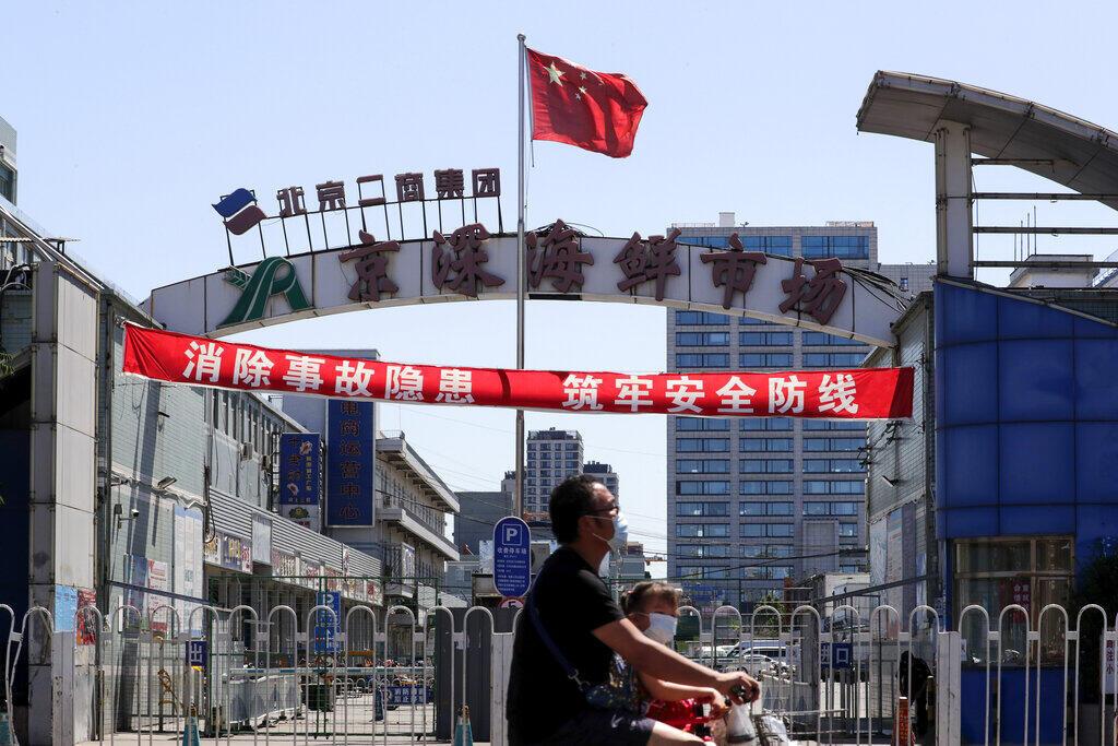 China registra novos casos de Covid-19 no momento em que Europa reabre suas fronteiras.