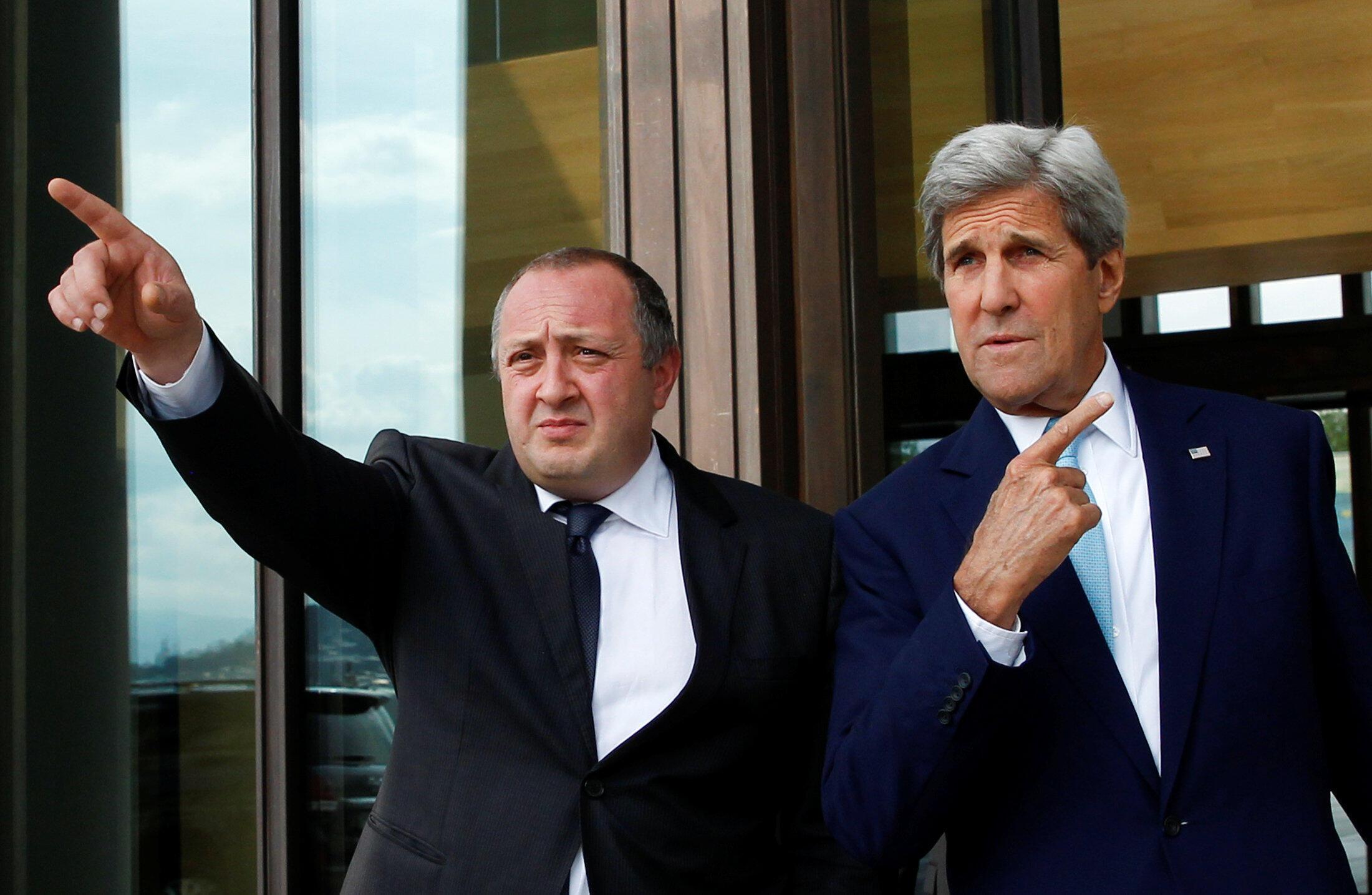 Госсекретарь США Джон Керри (справа) и президент Грузии Георгий Маргвелашвили, Тбилиси, 6 июля 2016.
