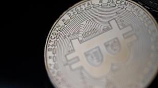 Una materialización física del bitcoin en París, en una imagen del 26 de abril de 2021