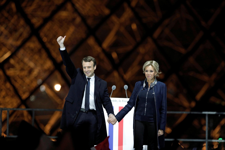 Tổng thống đắc cử Pháp Emmanuel Macron và vợ Brigitte, tại Louvre, tối công bố kết quả bầu cử tổng thống Pháp 07/05/2017.