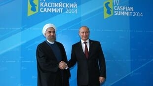 حسن روحانی- رئیس جمهوری اسلامی ایران و ولادیمیرپوتین- رئیس جمهوری روسیه، در چهارمین اجلاس سران کشورهای حاشیه دریای خزر  در آستراخان در روسیه.