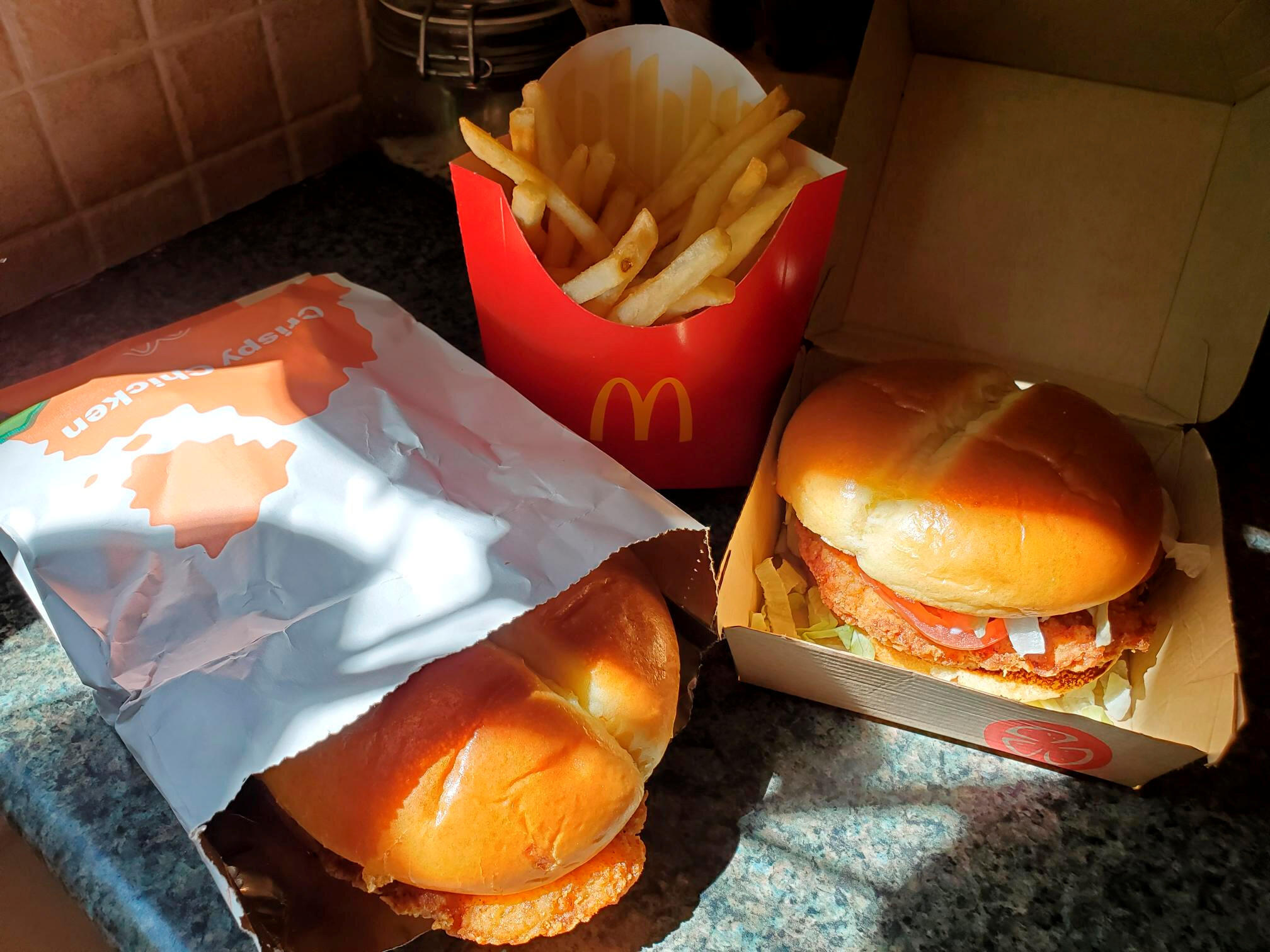 2021-03-31T100027Z_2020436072_RC2AMM9F1PDR_RTRMADP_3_FAST-FOOD-DELIVERY-CRISPY
