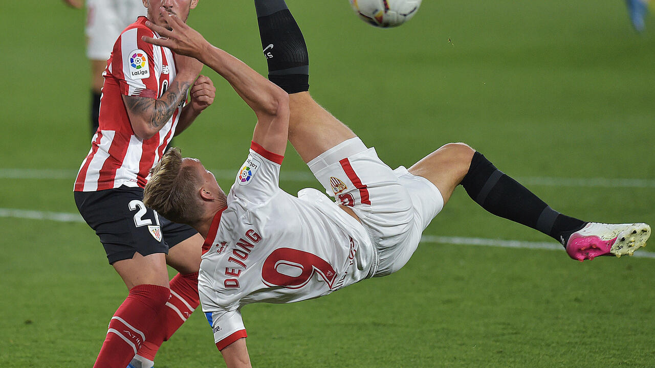 El holandés Luuk de Jong, cedido al FC Barcelona por el Sevilla - RFI