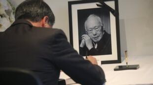 香港特区行政长官梁振英到新加坡驻港领馆吊唁李光耀2015年3月23日