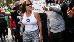 Des militants d'extrême-droite et des antifascistes s'opposent à Québec, au Canada, le 21 août 2017.
