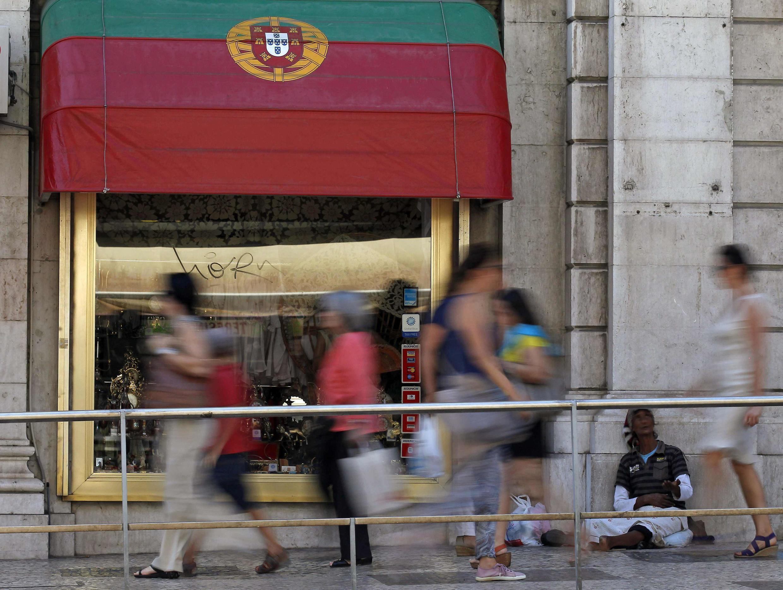 Diante da crise e da recessão, Portugal não deverá atingir suas metas de redução do déficit público.