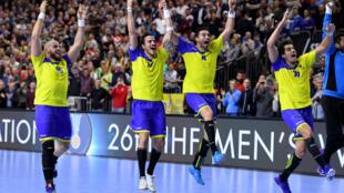 Brasil comemora vitória sobre a Croácia em jogo disputado na Lanxess Arena, em Colônia, Alemanha. 20/01/19neiro de 2019