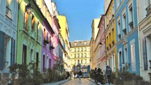 La colorida calle Crémieux, en el distrito 12 de París.