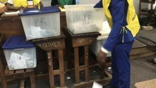 Contagem de votos das sextas eleições gerais em Moçambique