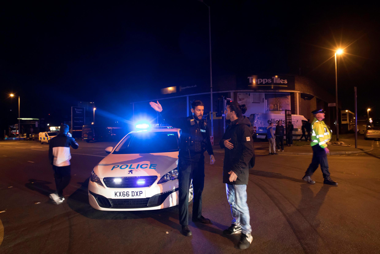 La police de Manchester a installé un cordon de sécurité autour de la Manchester Arena où se déroulait un concert d'Ariana Grande, ce 22 mai.