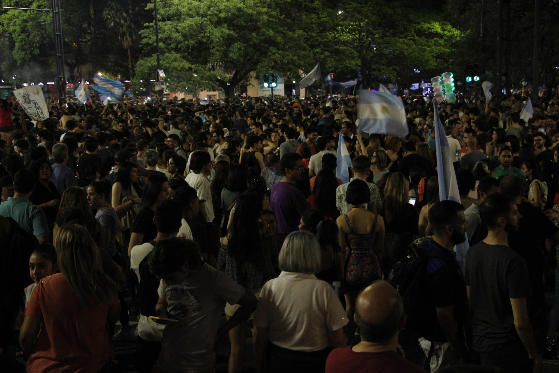 La foule à Cordoba pour célébrer la victoire d'Alberto Fernandez.