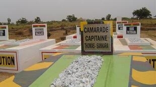 On n'est pas sûr que le corps de Thomas Sankara soit vraiment celui qui se trouve dans la sépulture qui porte son nom.