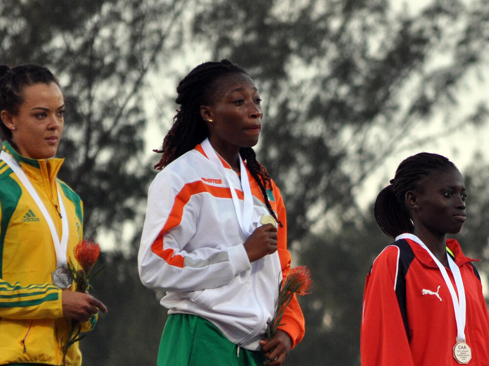 L'Ivoirienne Marie-Josée Ta Lou très émue lors de la remise de sa médaille d'or aux Championnats d'Afrique 2016, à Durban.