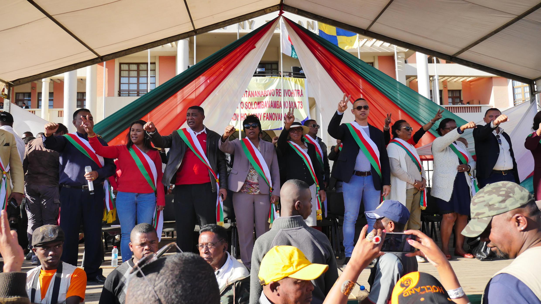 Les députés de l'opposition TIM et Mapar à la fin de leur rassemblement place du 13-Mai mardi 5 juin 2018.