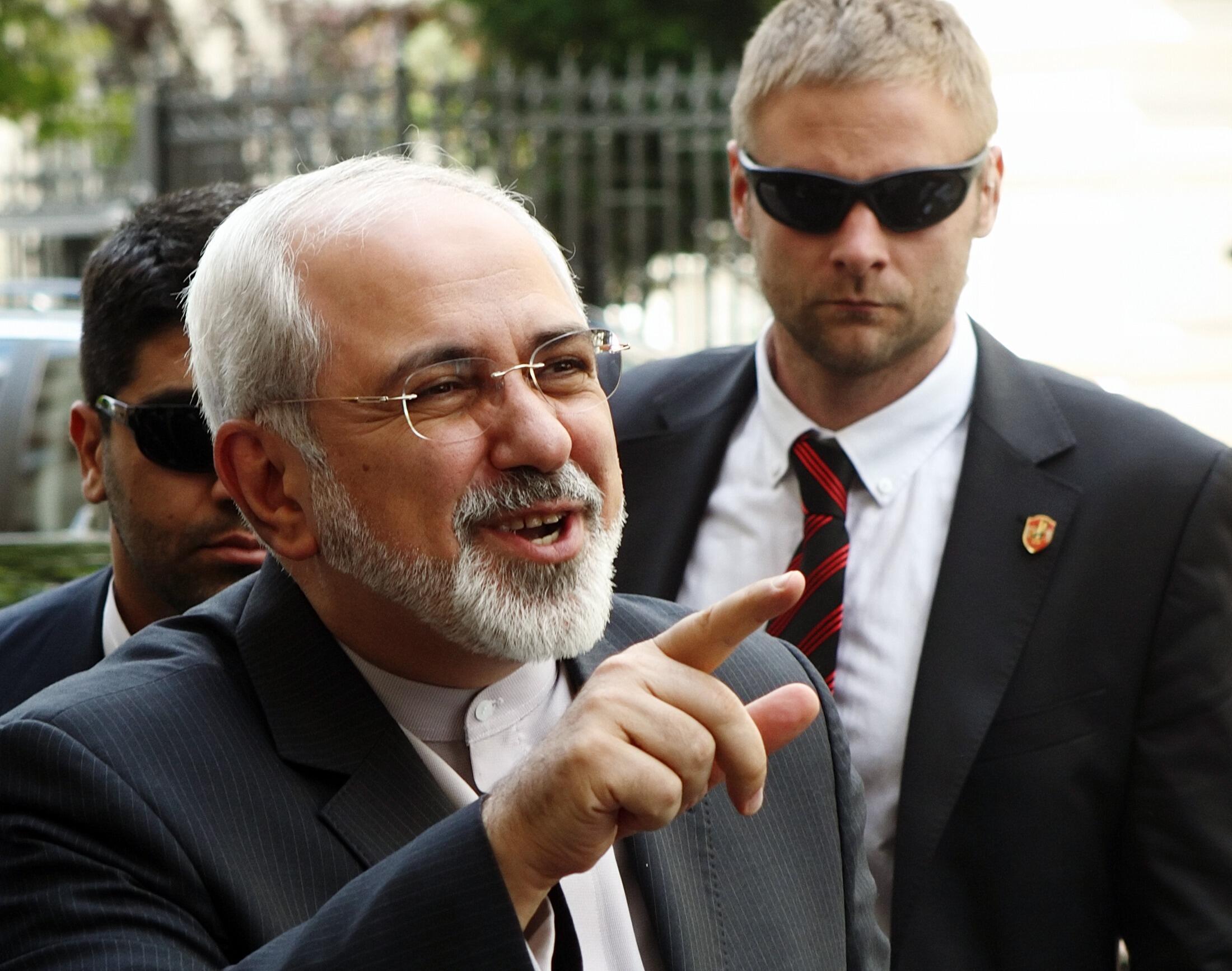 Mohammad Javad Zarif (e) garante que o prazo de 20 de julho ainda é plausível