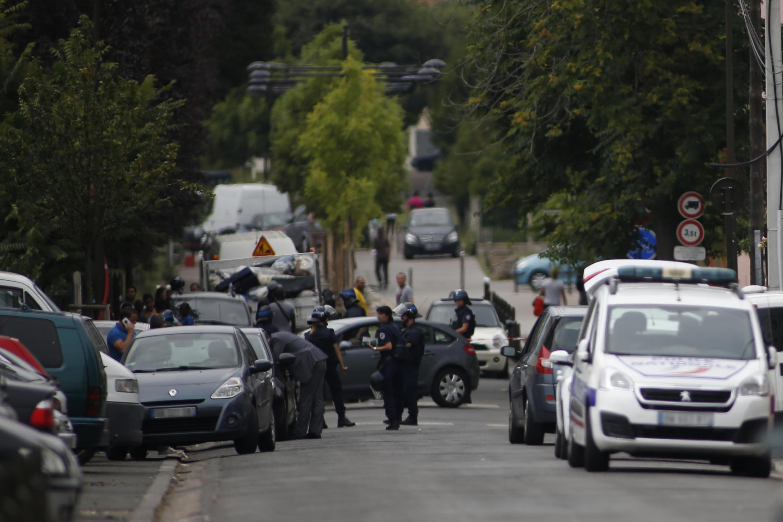 Opération anti-terroriste à Argenteuil, dans le nord-ouest de la région parisienne, le 21 juillet 2016.