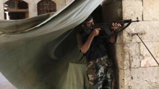 Un rebelle syrien à Alep, le 23 août 2013.