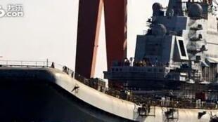 Une vue du premier porte- avion militaire chinois.