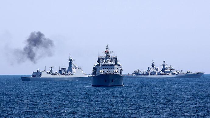 Chiến hạm Trung Quốc và Nga trong đợt tậo trận chung trên Thái Bình Dương - Reuters / China Daily