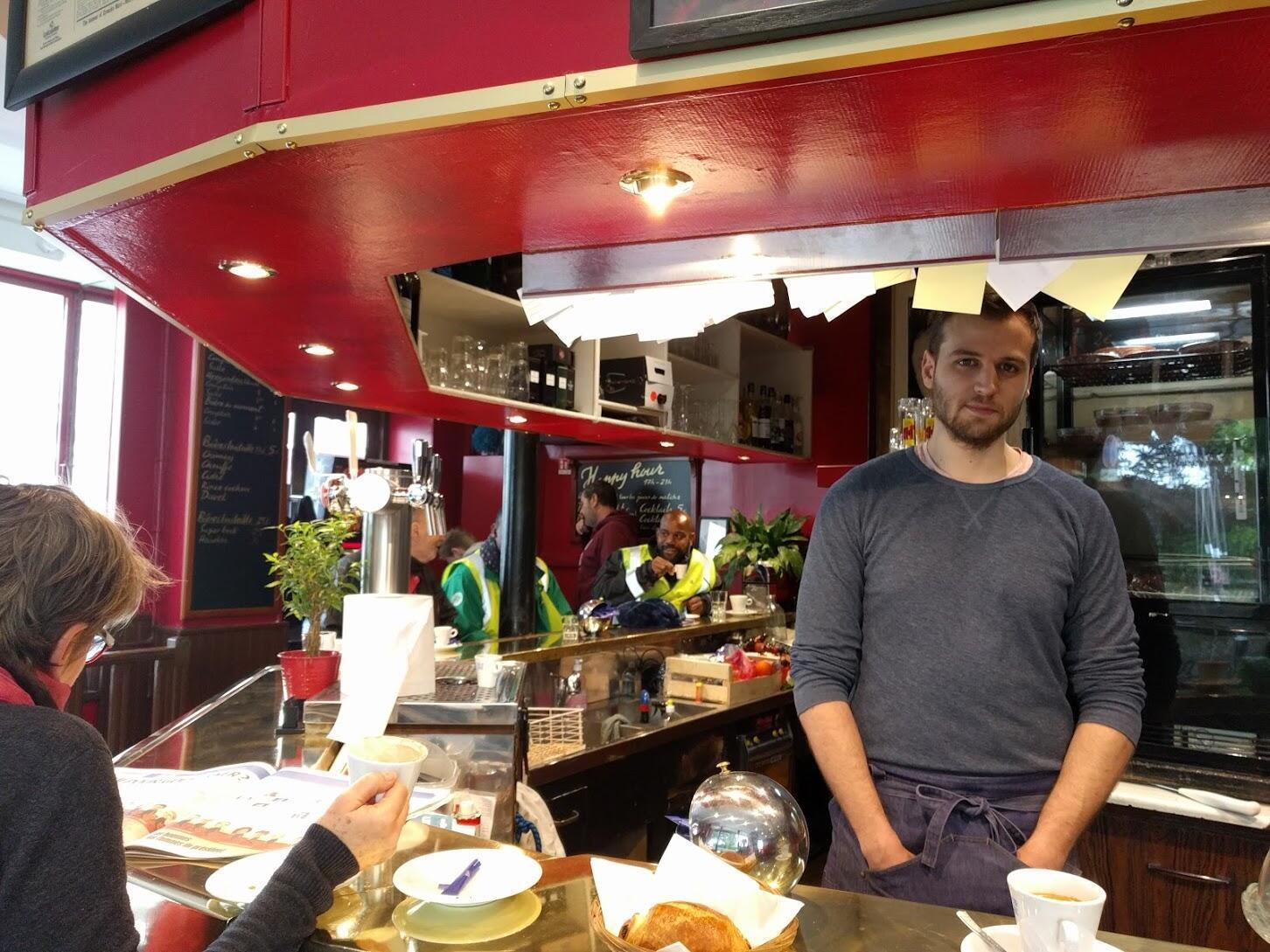 """Matthieu Al Mousli, patrão do bar """"Les Baromaîtres"""", no 12° distrito, em Paris"""