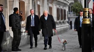 Legislatives Au Royaume Uni Boris Johnson Remporte Une Large Majorite