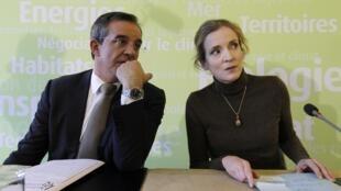 Thierry Mariani, le ministre délégué aux Transports (à g.) et Nathalie Kosciusko-Morizet (à dr.), ministre de l'Ecologie et des Transports, le 5 janvier lors d'une conférence de presse sur le futur de la société SeaFrance.