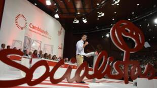 Le nouveau secrétaire général du Parti socialiste ouvrier espagnol Pedro Sanchez, lors de son premier discours à la tête du parti au second et dernier jour du congrès extraordinaire du PSOE, à Madrid, le 27 juillet 2014.