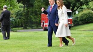 Donald Trump deja la Casa Blanca el 25 de mayo de 2020 junto a su esposa Melania