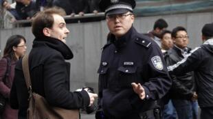 2011年2月27日,上海警察要求外國記者離開和平影都地區。
