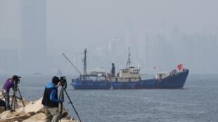 Thành phố Hồng Kông nhìn từ xa chìm trong khói mù (Ảnh chụp ngày 03/01/2012).