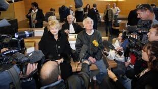 Casal de aposentados que guardou obras de Picasso por 37 anos chega à audiência.