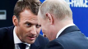 Tổng thống Pháp Macron (T) và tổng thống Nga Putin (P) tại Diễn đàn Kinh tế Quốc tế (SPIEF), St. Petersburg, Nga, ngày 25/05/2018.