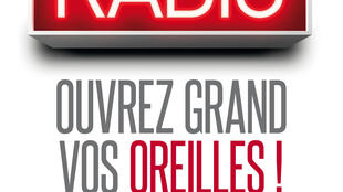 """Cartel de la exposición """"Historia de la Radiio, preste mucha atención"""""""