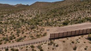Projeto do muro de Trump na fronteira com o México.