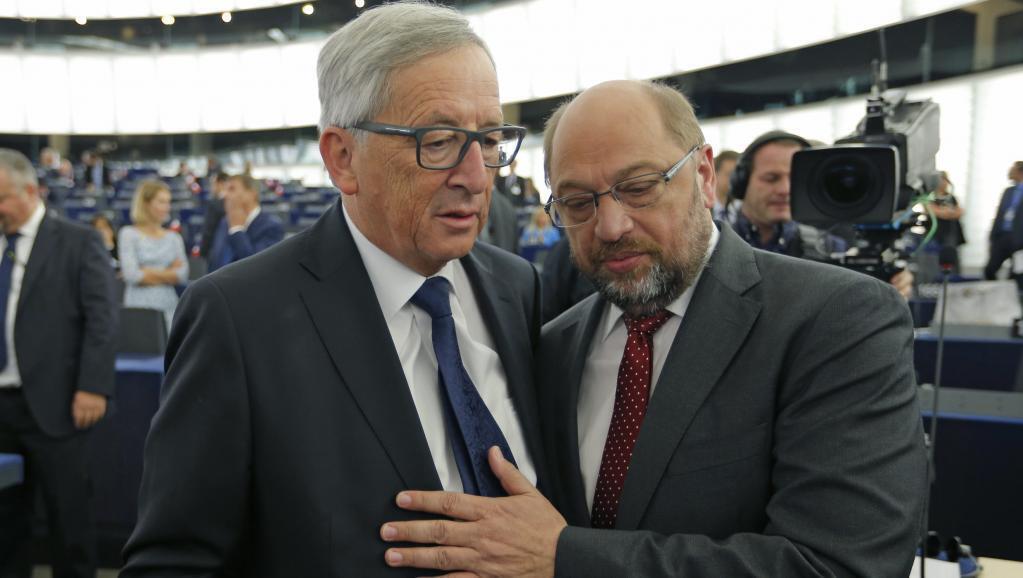 Jean-Claude Juncker (kushoto), Rais wa Tume ya Ulaya, na Martin Schulz, Rais wa Bunge la Ulaya, Septemba 9, mjini Strasbourg.