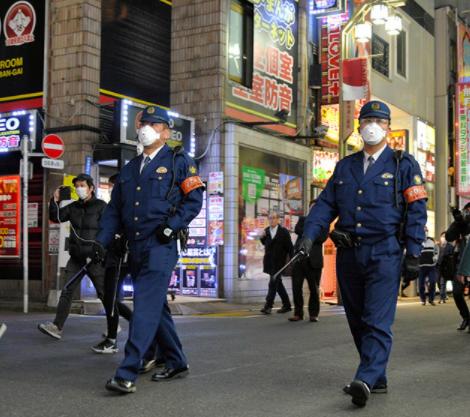東京街頭的日本警察資料圖片