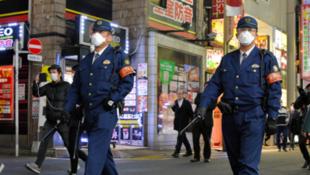 东京街头的日本警察资料图片