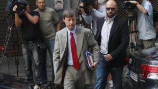 Matthias Morse, représentant de la Commission européenne, arrive au ministère des Finances grec, le dimanche 9 septembre 2012.