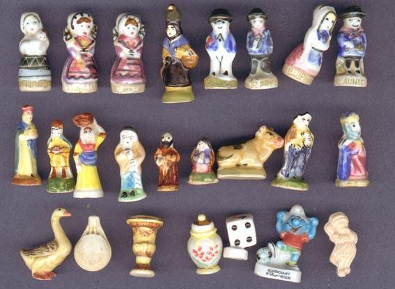 As favas, miniaturas em porcelana, das galettes de roi.