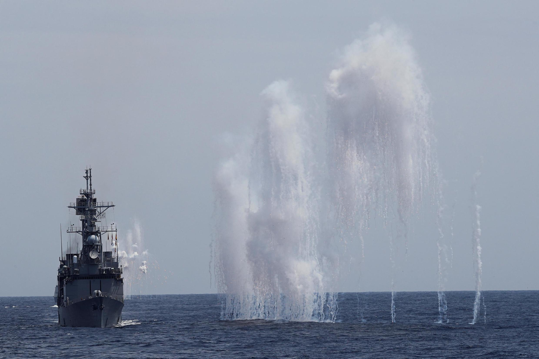 Khu trục hạm Đài Loan DDG-1801 bắn tên lửa trong cuộc tập trận gần Hoa Liên, ngày 22/05/2019.