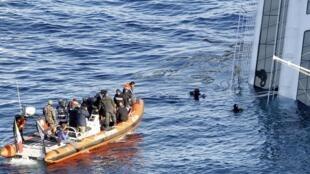 Equipe de resgaste trabalha nesta terça-feira usando explosivos ao lado do Costa Concordia. Cinco novos corpos foram encontrados.