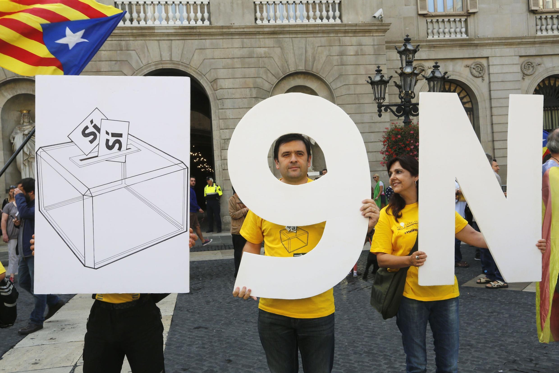 Сторонники независимости Каталонии проводят акцию у здания правительства Испании в поддержку референдума, намеченного на 9 ноября, 27 сентября 2014 г.