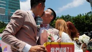 台湾立法院在本月十七日通过一部有关同性恋婚姻的法律 成为亚洲第一个同性恋者可以结婚的国家