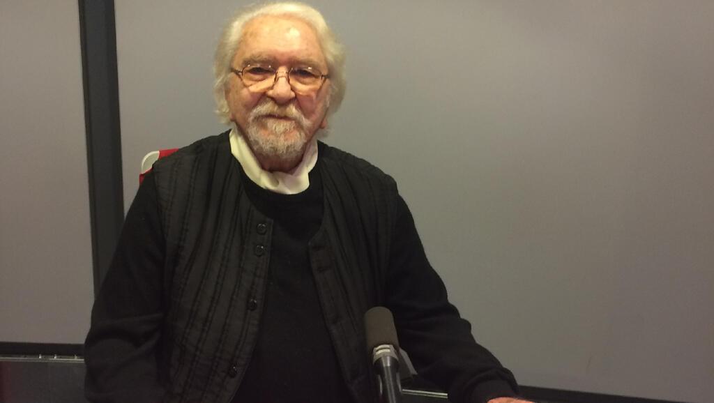 داریوش شایگان در استودیو رادیو بین المللی فرانسه