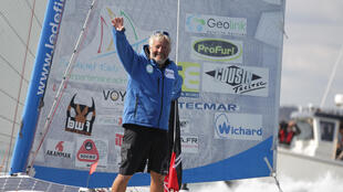 Le skipper suisse Yvan Bourgnon sur son catamaran en 2015.